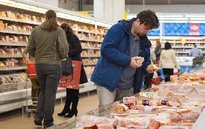Россияне срывают план по мясу. Низкий спрос замедлил рост производства
