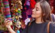 Россияне чаще привозят из поездок сувениры, а не сыр и хамон — исследование