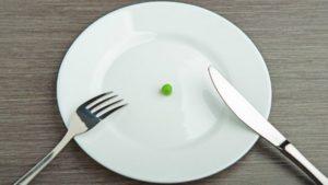 Будем есть хуже, но меньше. Россияне стали питаться так плохо, что еду обогащают витаминами