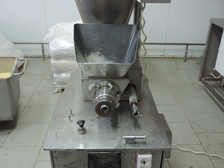Автоматическая экструзионно-формующая машина