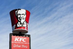 KFC выплатит по $1000 пострадавшим от коронавируса сотрудникам