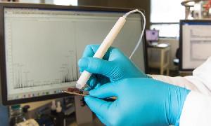 Миниатюрное устройство MasSpec Pen выявляет фальсификат за 15 секунд
