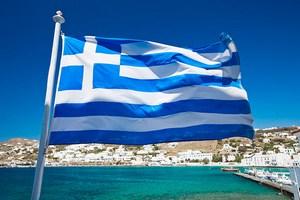 Греческие фермеры заблокировали тракторами основные дороги страны