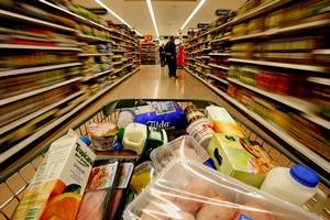 """Торговые сети продлят """"заморозку"""" цен на продукты"""