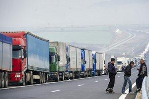 Белоруссия задержала на границе с Россией более 45 фур с санкционными товарами