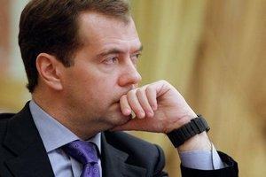 Медведев: необходимы стимулы для того, чтобы российские товары попадали в торговые сети