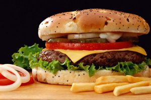 В меню казахстанских McDonald's могут появиться бургеры из мяса козы
