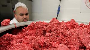 Исландское мясо сомнительного качества пытались реализовать в Приморье