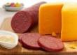 Правительство проверит качество сыров и вареной колбасы. Пока что данные госорганов о фальсификации продуктов разнятся