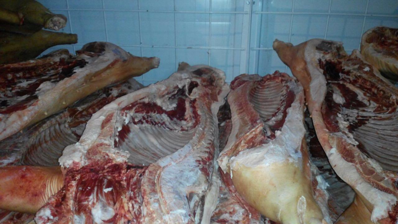Свинина оптом в полутушах заморозка