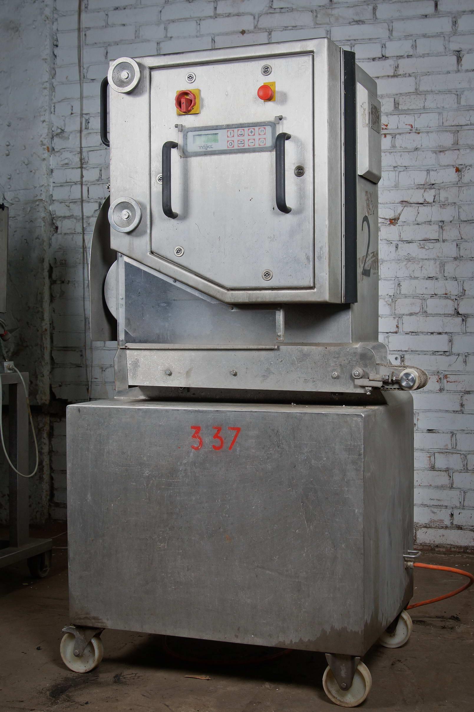 Машина для резки закругленных колбас