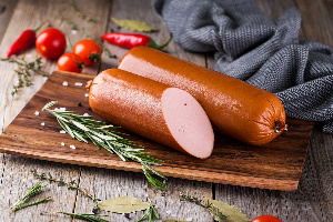 «Не может стоить дешево»: 5 признаков настоящей колбасы