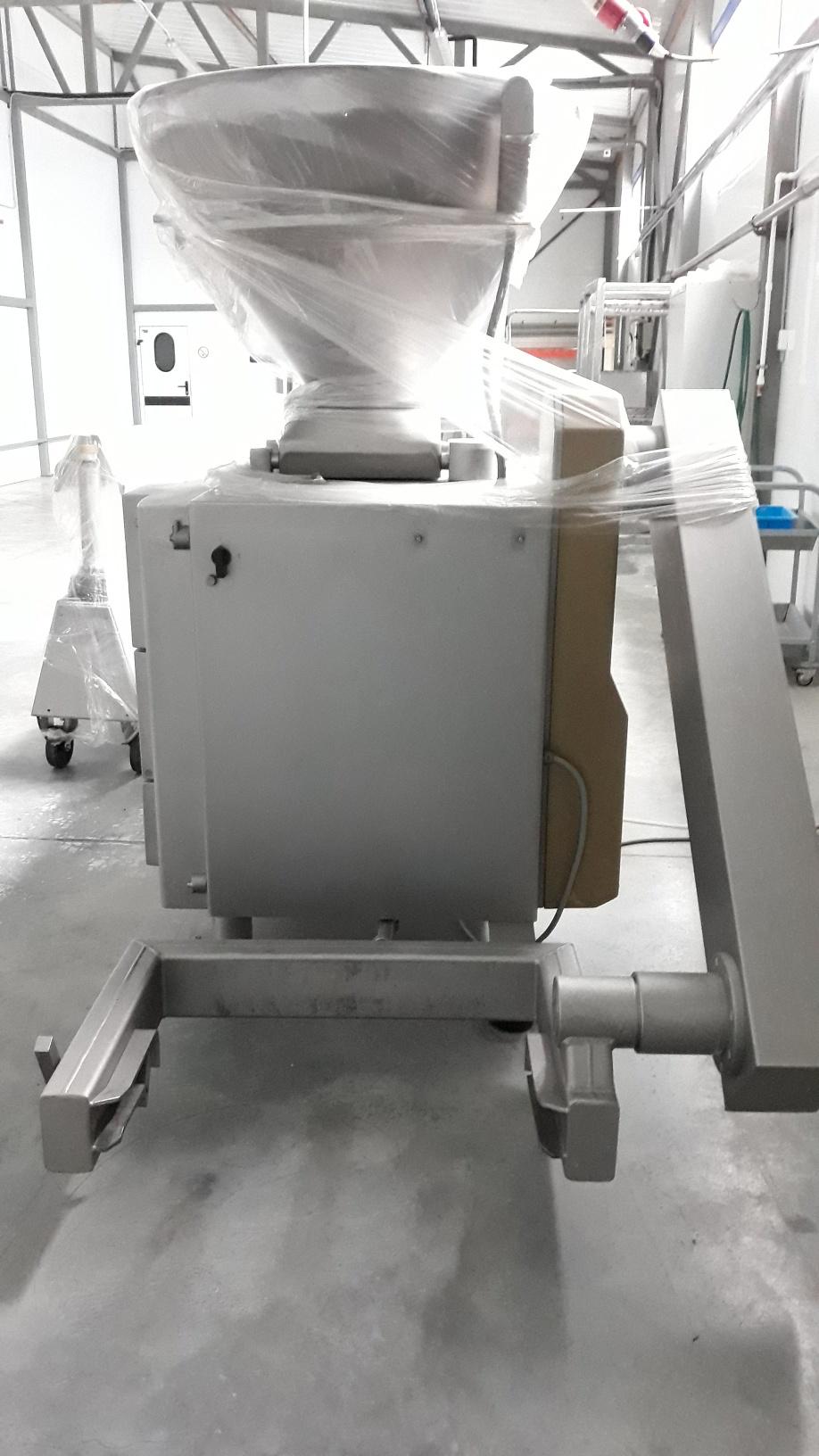 Шприц вакуумный роторный с сосисочной линией