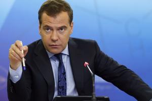 Медведев: цель импортозамещения - создание в РФ производств, а не торговых барьеров