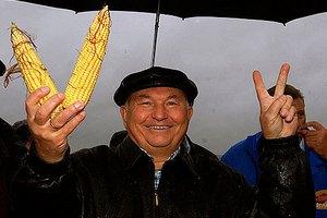 Лужков посоветовал фермерам рассчитывать на свои возможности