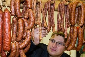Австриец начал выпуск тирольских сосисок в Петербурге