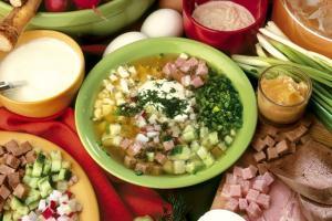 Яндекс: самым дорогим ингредиентом окрошки стала колбаса
