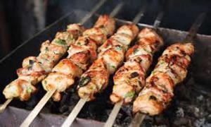 Курятину назвали самым выгодным мясом для майского шашлыка