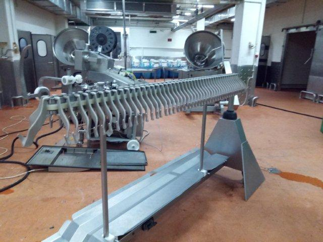 Автоматическая линия перекрутки и навешивания сосисок